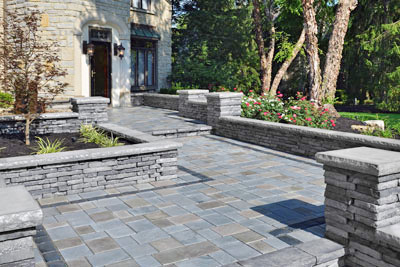 Hardscaping Front Entry With Stone Walkways And Half Walls Greener Horizon
